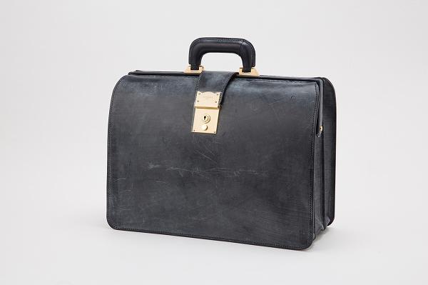 本革の高級鞄を購入するなら【銀座タニザワ】へ〜良質なレザーのビジネスバッグを取り扱い中〜