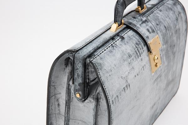 本革の高級鞄はメンズ・レディース双方におすすめのビジネスアイテム!